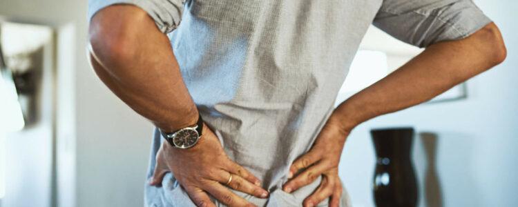 274048-dor-na-lombar-quais-sao-as-causas-sintomas-e-tratamentos